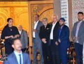 """تدافع الشباب على محمد إمام من أجل """"سيلفي"""".. وأحمد الفيشاوى يقبل رأس السقا"""