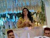 فيديو..سمية الخشاب ترقص بالزى المغربى بعد تكريمها فى مهرجان سينما الشاطئ