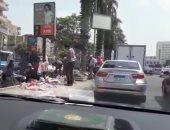 الباعة الجائلون يحتلون الجزيرة الوسطى لطريق رئيسى بمدينة نصر