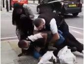 فيديو.. شرطة لندن تعتدى بوحشية على أمريكى من أصل عربى