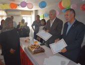 صور.. رئيس مدينة طور سيناء يكرم 50 موظف بالوحدة المحلية