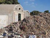 القمامة تحاصر مقابر شبين الكوم بالمنوفية