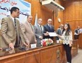 محافظة أسيوط تكرم أوائل الشهادات المحلية والعامة والفنية والصم والمكفوفين