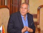 وزارة الهجرة تستقبل المواطن المصرى المعتدى عليه فى طائرة رومانية