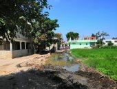 مياه الصرف الصحى تغلق مدخل قرية بمركز فاقوس فى الشرقية