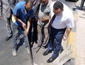 صور.. جولة مفاجئة لمحافظ الإسكندرية لمتابعة أعمال تطهير الشنايش بالأنفاق