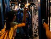 اشتباكات عنيفة بهونج كونج للمطالبة بالإفراج عن معتقلى احتجاجات قانون التسليم