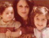 من الطفولة للشباب.. سيرين عبد النور مع والدتها وشقيقتها (صور)