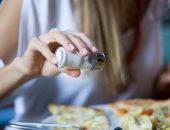 فيديو معلوماتى.. أضرار الملح الزائد فى الطعام على صحتك