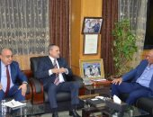 محافظ الإسماعيلية يستقبل إبراهيم عثمان لبحث تطورات الأوضاع بنادى الإسماعيلى