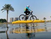 """""""البسكلتة بتمشى على المية"""".. قيادة الدراجة على مياه النيل رياضة جديدة بمصر"""