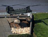 """شكائر الحصى .. آخر محاولات الجيش البريطانى لملئ شروخ سد بحيرة """"تودبرووك"""""""