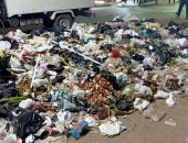 قارئ يشكو من انتشار القمامة أمام محطة مزلقان بشتيل بالجيزة
