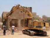 محافظ القاهرة ومدير الأمن يشرفان على استكمال إزالة أكشاك أبو السعود والمدابغ