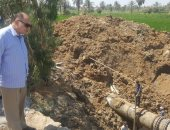 محافظ الفيوم يتفقد موقع خط مياه الشرب الجديد بقصر الباسل