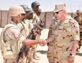 فيديو وصور.. رئيس الأركان يتفقد قوات تأمين شمال سيناء ويزور عدد من الكمائن