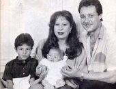 """صورة.. أحمد الفيشاوى ينشر صورة بالأبيض والأسود ويعلق: """"عائلة للأبد"""""""