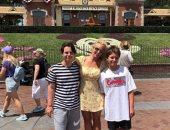 شاهد بريتني سبيرز تقضي وقت ممتع في ديزني لاند مع ابنائها جادن وشون