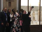 وفد البرلمان الأفريقي يلتقطون سيلفي داخل المتحف المصري (صور)