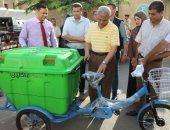 محافظ المنوفية يتفقد نماذج لصناديق جمع القمامة المصنعة من الفايبر جلاس