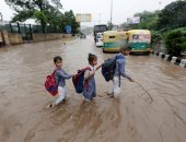 موجة من الطقس السيء و أمطار غزيرة تضرب شوارع نيودلهى الهندية