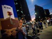 وقفة بالشموع والورود ضد العنف والكراهية بعد حادثى إطلاق النار بأمريكا