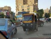 """""""التكاتك"""" تسير عكس الاتجاه فى وضح النهار بميدان حلمية الزيتون بالقاهرة"""