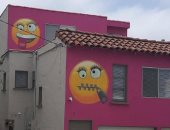 """""""منزل الايموجى"""".. سيدة أمريكية تكيد جيرانها بالرموز التعبيرية بسبب غرامة"""