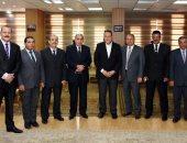 محافظ الشرقية يكرم السكرتير المساعد و3 رؤساء مدن المنقولين ضمن حركة المحليات