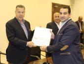 محافظ بنى سويف يكرم العاملين المميزين بالإدارة المحلية على مستوى المحافظة