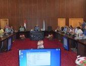 محافظ البحر الأحمر يعقد اجتماعا لمناقشة حصر أراضى وممتلكات الدولة بالمحافظة