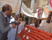 وكيل تموين الأقصر يتفقد الأسواق والمحلات التجارية فى إسنا قبل العيد
