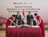 وزير الاتصالات يشهد توقيع اتفاقية تعاون بين المصرية للاتصالات وهواوى العالمية
