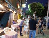 صور.. حملة مسائية لإزالة إشغالات الطريق لمقاهى كورنيش الإسكندرية
