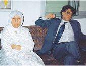 كيف كانت علاقة محمود درويش بأمه وهل كان ابنها المدلل؟