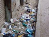 شكوى من تحول المحال المغلقة إلى مقالب للقمامة فى روض الفرج