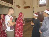 شاهد وفود سياحية من جنسيات مختلفة تزور مسجد الميناء الكبير بالغردقة.. صور