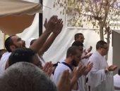 شاهد حجاج الله يدعون لمصر بالأمن والاستقرار فى جبل عرفة