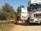 انقلاب سيارة نقل محملة بالسماد بطريق قرية بلاى فى الغربية وتوقف حركة المرور