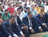 صور.. محافظ بورسعيد يؤدى صلاة عيد الأضحى بساحة مدينة بورفؤاد