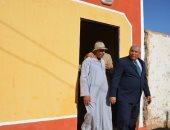 محافظ الوادى الجديد يتفقد منازل مبادرة إعادة إعمار مساكن الحالات الأولى بالرعاية