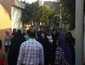 صور.. أهالى الغربية يتوافدون على المقابر فى أول أيام عيد الأضحى