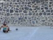 """شاهد.. الشباب المكسيكى يمارسون لعبة """"بيلوتا"""" القديمة"""
