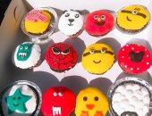 بائعة السعادة.. قارئة تشارك صورة صناعة الكيك باستخدام أشكال كرتونية