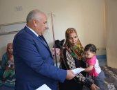 صور.. محافظ الوادى الجديد يزور المرضى بمستشفى الخارجة للتهنئة بعيد الأضحى