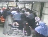 فيديو.. تفاصيل تعدى أقارب أحد المرضى على مستشفى سوهاج الجامعى