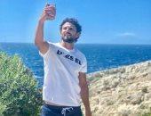 حسام غالى يستغل إجازة العيد فى الاستمتاع على الشواطئ