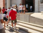 إقبال كبير للمصريين والأجانب على المتحف المصرى فى ثانى أيام العيد (صور)