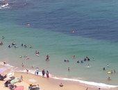 صور.. إقبال المواطنين على شواطئ الإسكندرية ثانى أيام عيد الأضحى
