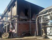 صور.. السيطرة على حريق فى مصنع عطور بالغربية